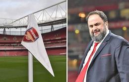 Ông chủ Olympiakos nhiễm COVID-19, từng dự khán trận gặp Arsenal