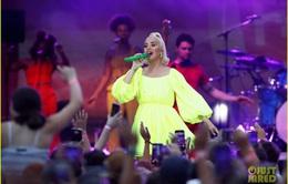 Biểu diễn trong chương trình miễn phí tại Australia, Katy Perry khéo léo che bụng bầu