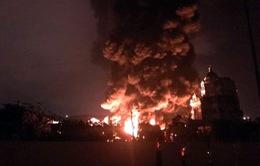 Cháy lớn tại nhà xưởng chứa lốp ô tô và dầu máy ở Cẩm Phả