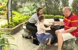 Người nước ngoài tin tưởng công tác phòng chống dịch COVID-19 tại Việt Nam