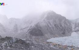 Nepal ngừng cấp phép leo núi Everest vì COVID-19