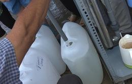 Phát nước miễn phí mùa hạn mặn ở Bến Tre