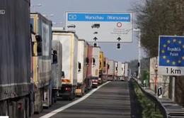 Tắc nghẽn giao thông nghiêm trọng tại biên giới Ba Lan