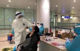 TP.HCM: Bắt đầu thực hiện test nhanh COVID-19 tại sân bay