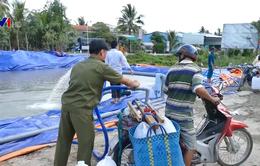 Người dân ĐBSCL chi tiền mua đồ trữ nước mùa hạn mặn