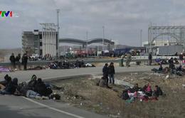 Hy Lạp ngăn người di cư tràn qua biên giới