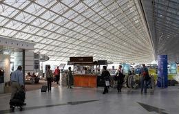 Giải cứu 46 người Việt Nam mắc kẹt ở sân bay Pháp