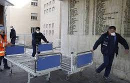 Vùng tâm dịch Lombardia, Italy tạm ngừng xây dựng bệnh viện dã chiến do thiếu y bác sĩ