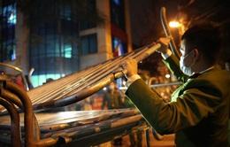 CHÙM ẢNH: Giải tỏa toàn bộ khu vực cách ly tại phố Trúc Bạch