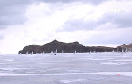Thú vị cuộc đua thuyền trên băng ở hồ Baikal