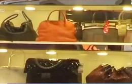 Người dân Hong Kong (Trung Quốc) bán đồ xa xỉ do lo ngại suy thoái kinh tế