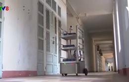 Robot phục vụ bệnh nhân trong khu cách ly