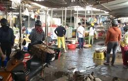 Chợ ô nhiễm vì không có hệ thống thoát nước tại Khánh Vĩnh