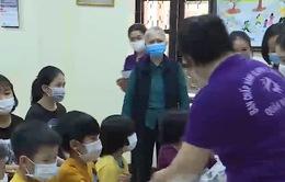 Cán bộ xã, phường tích cực tham gia phòng chống dịch bệnh
