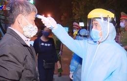 Những người thức trắng đêm ở các chốt kiểm dịch COVID-19 tại Đà Nẵng