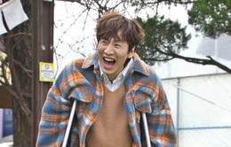 Lee Kwang Soo chống nạng trở lại với Running Man