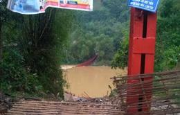 Lào Cai: Dông lốc, mưa đá làm gãy đổ 1 cầu treo, 1 người thiệt mạng