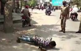 Trừng phạt vi phạm quy định giới nghiêm tại Ấn Độ