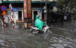 Hà Nội: Mưa lớn diện rộng, nhiều khu vực bị ngập, phương tiện đi lại khó khăn