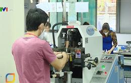 Doanh nghiệp đình trệ sản xuất vì lao động nước ngoài chưa trở lại do COVID-19