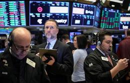 Thị trường Mỹ biến động mạnh sau quyết định hạ lãi suất của FED