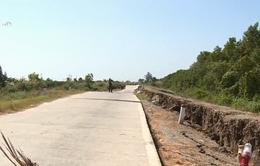 Phó Thủ tướng Trịnh Đình Dũng chỉ đạo khắc phục sạt lở đê biển Tây