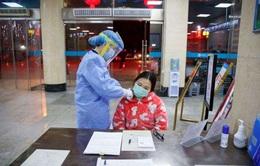 Trung Quốc phát triển robot lấy mẫu bệnh phẩm của bệnh nhân COVID-19