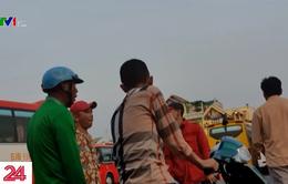 Chiêu trò bán thuốc trị bách bệnh trên xe khách ở Châu Đốc, An Giang