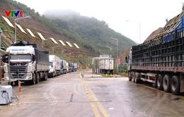 Hàng trăm xe hàng ùn ứ tại các cửa khẩu