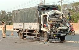 Bình Phước: Xe tải tông máy cày khiến 2 người chết, 1 người bị thương
