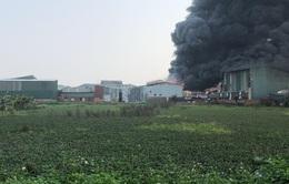 Hà Nội: Cháy lớn xưởng sản xuất vật liệu cách nhiệt rộng 2.000m2