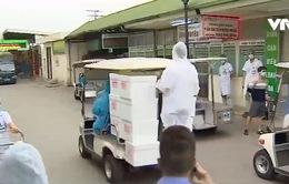 Cảm động những chuyến hàng tiếp tế đến Bệnh viện Bạch Mai