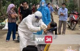 Hà Nội: Test nhanh COVID-19 lần 1 trên địa bàn toàn thôn Hạ Lôi, xã Mê Linh