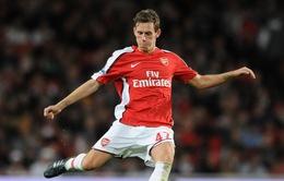 """""""Tôi có 10 năm ở Arsenal, nhưng HLV Wenger chẳng cho tôi lời từ biệt"""""""
