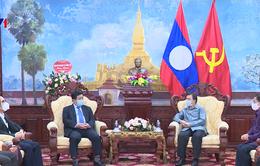 Ủy Ban hợp tác Việt - Lào trao 10.000 USD hỗ trợ Lào chống dịch COVID-19
