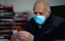 Bác sĩ 99 tuổi vẫn tham gia chống dịch COVID-19