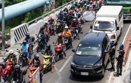 Tổng thống Philippines cảnh báo thiết quân luật nếu người dân không tuân thủ giãn cách xã hội