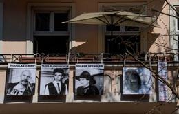 Nghệ sĩ ở Berlin (Đức) biến ban công thành triển lãm nghệ thuật