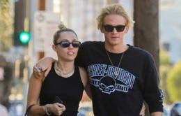 Hóa ra bạn trai Miley Cyrus từng cặp kè với chân dài Gigi Hadid