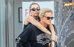 Miley Cyrus truyền cảm hứng nghệ thuật cho bạn trai
