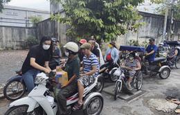 Á hậu Kim Duyên ủng hộ 1 tấn gạo giúp người khiếm thị mùa dịch COVID-19