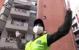 Colombia: Cảnh sát cùng tập thể dục với người dân