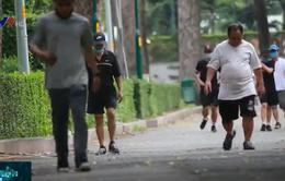 Nguy cơ lây nhiễm dịch khi người dân tụ tập tập thể dục nơi công cộng