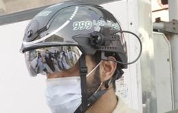 UAE sử dụng mũ bảo hiểm để quét thân nhiệt trong tháng lễ Ramadan