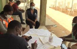Đói nghèo hay nhiễm bệnh - Sự lựa chọn khó khăn của các nước châu Phi