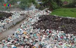 Khu dân cư khốn khổ vì chung sống với bãi rác tự phát suốt 10 năm