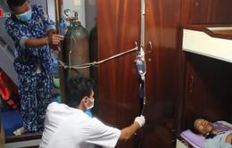 Cứu nạn 5 ngư dân bị ngạt khí khi đang làm việc trên tàu