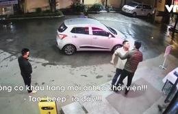 Nhắc đeo khẩu trang phòng COVID-19, nhân viên bệnh viện bị tấn công