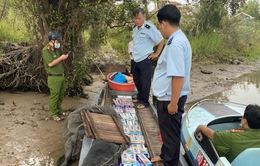 Thu giữ 15.000 bao thuốc lá ngụy trang dụng cụ đánh bắt cá