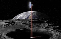 NASA khai thác nước trên Mặt trăng để uống và sử dụng làm nhiên liệu